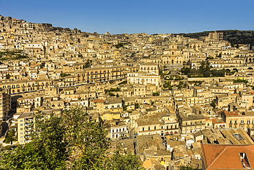 Buildings in steep gorge at Modica, a town famed for Sicilian Baroque architecture, UNESCO World Heritage Site, Modica, Ragusa Province, Sicily, Italy, Mediterranean, Europe