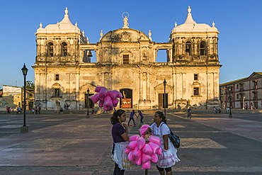 Candy floss sellers at Basilica de La Asuncion dating from 1610, Leon's Cathedral, the largest in Central America, UNESCO World Heritage Site, Leon, Nicaragua, Central America