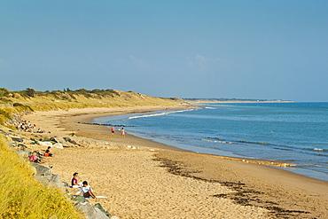 Sandy beach at Plage du Peu des Hommes on the SW coast of the island. La Couarde-sur-Mere, Ile de Re, Charente-Maritime, France,  Europe