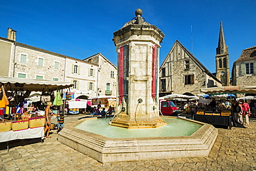 Fountain in Place Gambetta on popular market day at this south western historic bastide town, Eymet, Bergerac, Dordogne, France, Europe