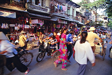 Bustling street in the old quarter, Hanoi, Vietnam, Indochina, Southeast Asia, Asia