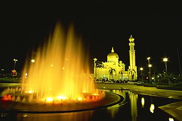 The Omar Ali Saifuddin Mosque built in 1958, dominates the skyline, Bandar Seri Begawan, Brunei Darussalam, Borneo, Southeast Asia, Asia