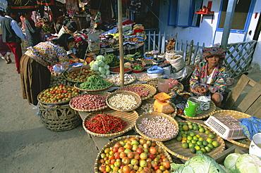 Market, Barastagi, main town in the Karo Highlands, North Sumatra, Sumatra, Indonesia, Southeast Asia, Asia