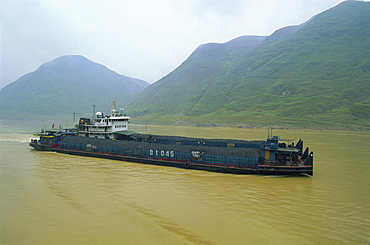 Coal barge on the scenic Three Gorges section of the Yangzi River between Wanxian and Yichang, China, Asia