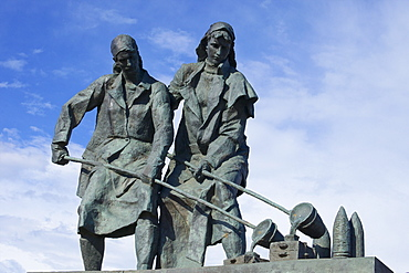 Female munition workers, Monument to the Heroic Defenders of Leningrad, Victory Square, Ploshchad Pobedy, St. Petersburg, Russia, Europe