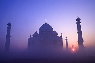Taj Mahal at sunrise, UNESCO World Heritage Site, Agra, Uttar Pradesh, India, Asia