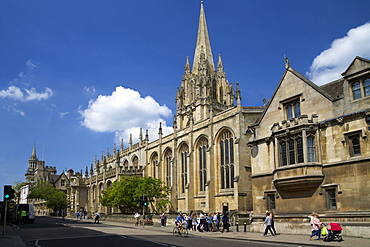 High Street in spring sunshine, with University Church of St. Mary the Virgin, city centre, Oxford, Oxfordshire, England, United Kingdom, Europe