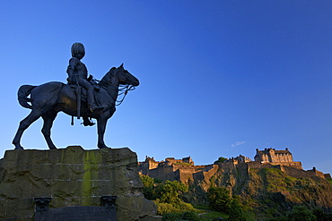 Royal Scots Greys Boer War memorial equestrian statue and Edinburgh Castle, Edinburgh, Scotland, United Kingdom, Europe