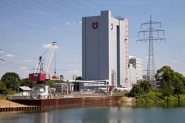 Silo, Mills United Grain Millers GmbH & Co. KG, Stadthafen harbour, Rhine?Herne Canal, Recklinghausen, Ruhr area, North Rhine-Westphalia, Germany, Europe