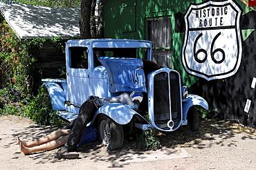Vintage car, Route 66, Seligman, Arizona, USA, North America