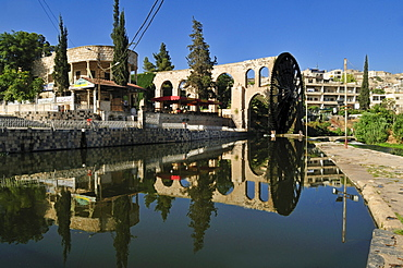 Noria waterwheel on the Orontes River in Hama, Syria, Middle East, West Asia