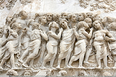 """Detail of the bas-relief on the fourth pillar-pinnacle, doomsday, showing the """"chosen ones"""", """"Gli Eletti"""", facade of the Duomo, cathedral, in Orvieto, province of Terni, Umbria, Italy, Europe"""
