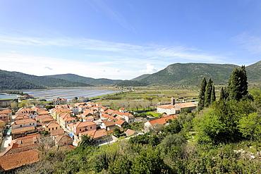 Overlooking the town from the ramparts, Ston, Peljesac peninsula, Croatia, Europe