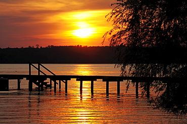 Sunset on Lake Starnberg near St. Heinrich, Upper Bavaria, Bavaria, Germany, Europe