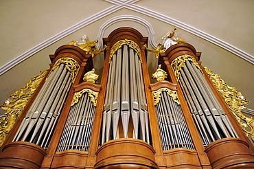 Interior, organ, Heilig-Kreuz-Kirche church, Offenburg, Baden-Wuerttemberg, Germany, Europe