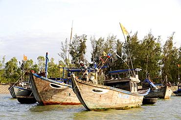 Fishing boats on the Thu Bon river, Hoi An, Quang Nam, Central Vietnam, Vietnam, Southeast Asia, Asia