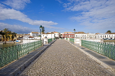 Ponte Romana, Roman bridge over the Rio Gilao river, Tavira, Algarve, Portugal, Europe