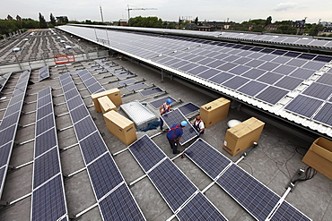 Construction of a large photovoltaic system on several rooftops, 16000 square metres, Gelsenkirchen, North Rhine-Westphalia, Germany, Europe