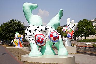 Nanas, street art by Niki de Saint Phalle on Leibnizufer, Hannover, Lower Saxony, Germany, Europe