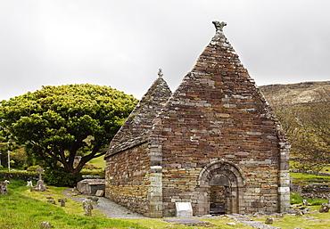 Former monastery Kilmalkedar Church, Dingle Peninsula, County Kerry, Ireland, British Isles, Europe