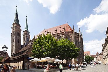 St. Sebald Church, Bratwursthaeusle beer garden, Rathausplatz Square, Nuremberg, Middle Franconia, Franconia, Bavaria, Germany, Europe
