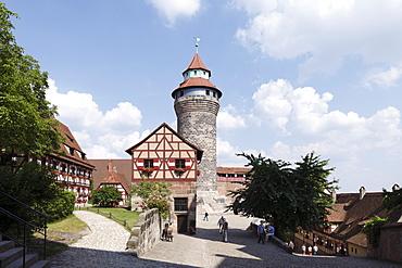 Court of Kaiserburg Castle, Sinnwellturm Tower, Nuremberg, Middle Franconia, Franconia, Bavaria, Germany, Europe