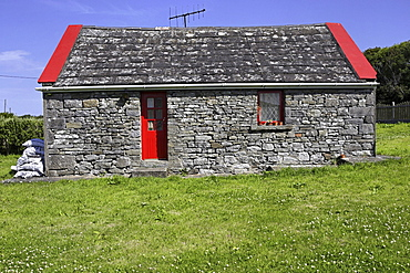 Cottage, Doolin, County Clare, Republic of Ireland, Europe