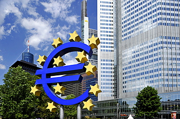 Euro sign, Commerzbank Tower, European Central Bank, ECB, Willy-Brandt-Platz square, financial district, Frankfurt am Main, Hesse, Germany, Europe