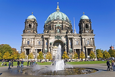 Berlin Cathedral with fountain, Museumsinsel, UNESCO World Heritage Site, Berlin, Germany, Europe