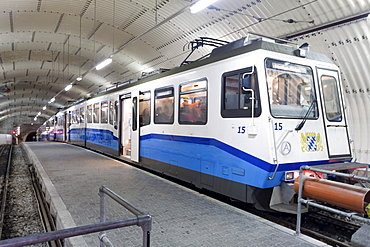 Train of Zugspitzbahn, Mt Zugspitze railway, mountain train station, Garmisch-Partenkirchen, Bavaria, Germany, Europe