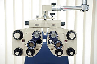 Optician's equipment to control eyes, preliminary examination of the eyes for the fitting of contact lenses