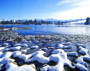 Schwaltenweiher lake, snow, Seeg, Allgaeu, Bavarian Swabia, Bavaria, Germany, Europe