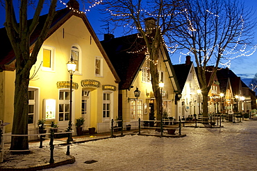 Illuminated houses on the market square, restaurant, tea room, Greetsiel, Krummhoern, East Frisia, Lower Saxony, North Sea, Germany, Europe