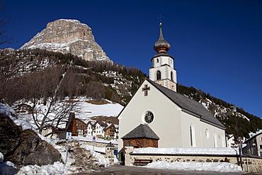 Church in front of the Sella massif, Kolfuschg, Colfosco, Val Badia, Alta Badia, Dolomites, South Tyrol, Italy, Europe