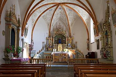 Pilgrimage church Heiliges Kreuz, 2045m, on Mt. Heiligkreuzkofel, Fanes mountains, Fanes-Sennes-Prags Nature Park, Val Badia, Alta Badia, Dolomites, South Tyrol, Italy, Europe