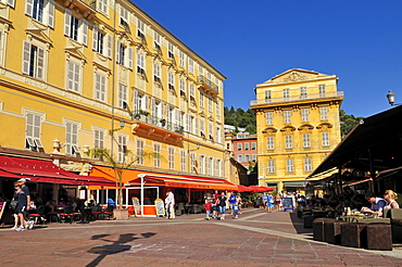 Restaurants and pavement cafes at Cours Saleya, Nice, Nizza, Cote d'Azur, Alpes Maritimes, Provence, France, Europe