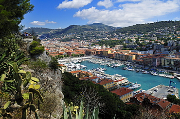 View over the harbour of Nice, Nizza, Cote d'Azur, Alpes Maritimes, Provence, France, Europe