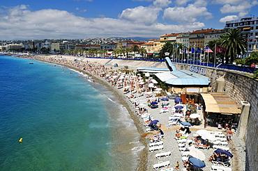 Beach along Promenade des Anglais, Nice, Nizza, Cote d'Azur, Departement Alpes Maritimes, Provence-Alpes-Cote díAzur, France, Europe
