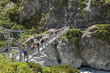 Pedestrian suspension bridge over the Hooker River, Hooker Valley Walk, Mount Cook National Park, South Island, New Zealand
