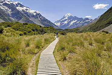 Boardwalk at the Hooker Valley Walk in front of Mount Cook, Mount Cook National Park, South Island, New Zealand