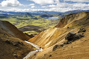 View from the Joekultungur rhyolite mountains towards lake Alftavatn, Laugavegur hiking trail, Fjallabak Nature Reserve, Highlands of Iceland, Iceland, Europe