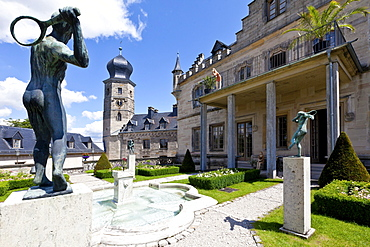 Castle gardens, Schloss Callenberg palace, hunting lodge and summer residence of the Dukes of Saxe-Coburg and Gotha, Coburg, Upper Franconia, Bavaria, Germany, Europe
