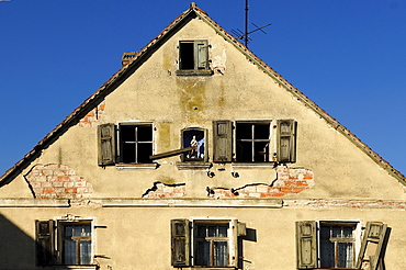 Old gable of a farmhouse with statue of a saint, Bruehl, Dechsendorf, Upper Franconia, Bavaria, Germany, Europe