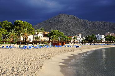 Beach and mountain, Puerto de Pollensa, Port de Pollenca, Mallorca, Majorca, Balearic Islands, Mediterranean Sea, Spain, Europe