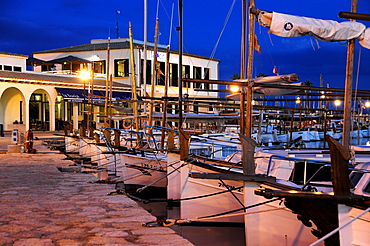 Sailing boats in the harbour in the evening, marina of Puerto de Pollensa, Port de Pollenca, Majorca, Balearic Islands, Mediterranean Sea, Spain, Europe