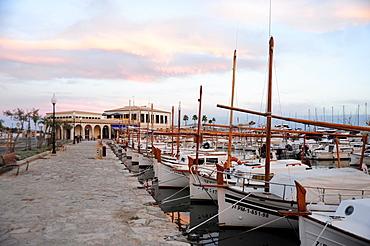 Sailing boats in the harbour in the evening, marina of Puerto de Pollensa, Port de Pollenca, Majorca, Mallorca, Balearic Islands, Mediterranean Sea, Spain, Europe