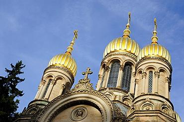 Cupolas in gold, Greek Chapel on the Neroberg Hill, Wiesbaden, capital of Hesse, Germany, Europe