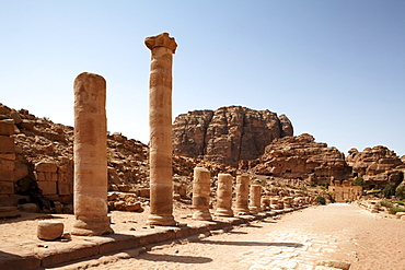 Colonnaded street, Petra, the capital city of the Nabataeans, rock city, UNESCO World Hertage Site, Wadi Musa, Hashemite Kingdom of Jordan, Orient, Middle East, Asia
