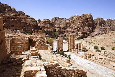 Colonnaded street, Themenos Gate, Petra, the capital city of the Nabataeans, rock city, UNESCO World Hertage Site, Wadi Musa, Hashemite Kingdom of Jordan, Orient, Middle East, Asia