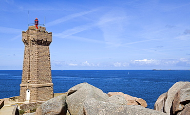 Lighthouse Le-Phare-de-Men-Ruz Ploumanach, Cotes d'Armor, Brittany, France, Europe